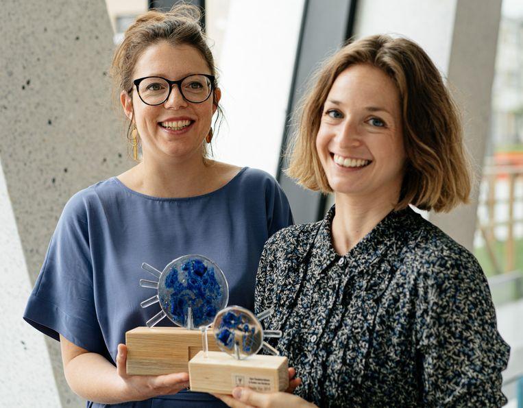 Sara Vandekerckhove en Femke van Garden. 'Deze prijs is een mooie erkenning voor ons maandenlange onderzoekswerk.' Beeld Wouter Van Vooren