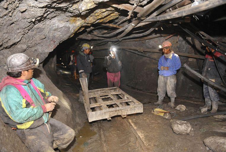 Kinderarbeid is een wijdverspreid fenomeen in Bolivia, zoals hier in de Cerro Rico-mijn in Potosí. Beeld AFP