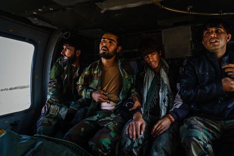 Gewonde Afghaanse soldaten in Kandahar.  Beeld Photo News