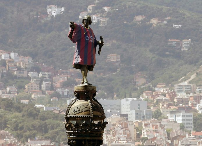 La statue de Christophe Colomb avec le maillot du FC Barcelone (Barcelone, 2013)