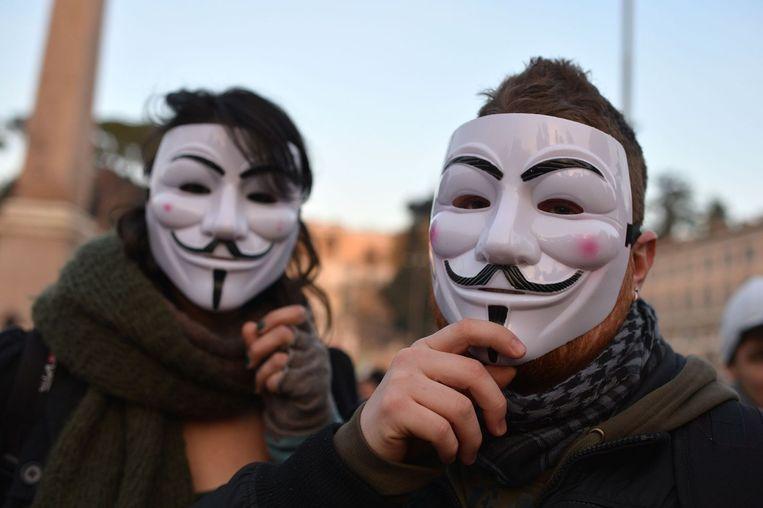 De typerende Guy Fawkes-maskers worden door het hackerscollectief Anonymous vaak gebruikt als symbool. Beeld afp