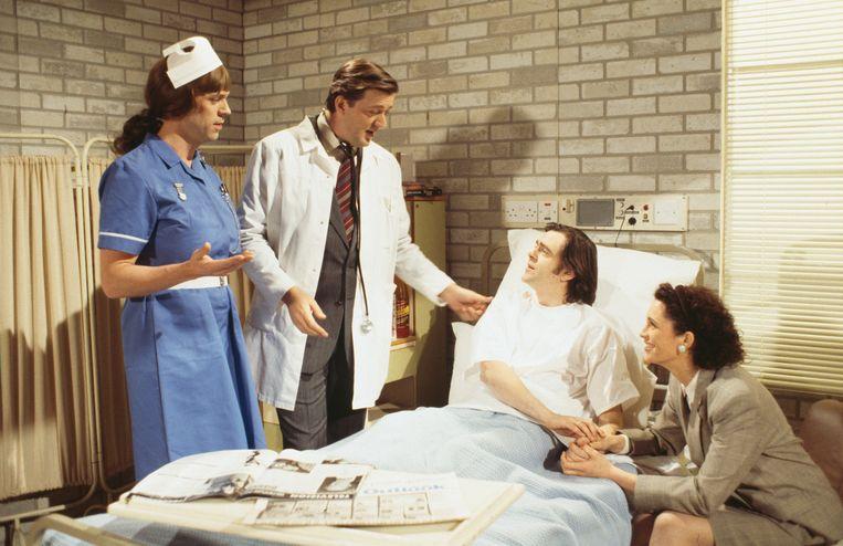 Met zijn maat Hugh Laurie in een aflevering van 'A Bit of Fry and Laurie', 1994.    Beeld Getty Images