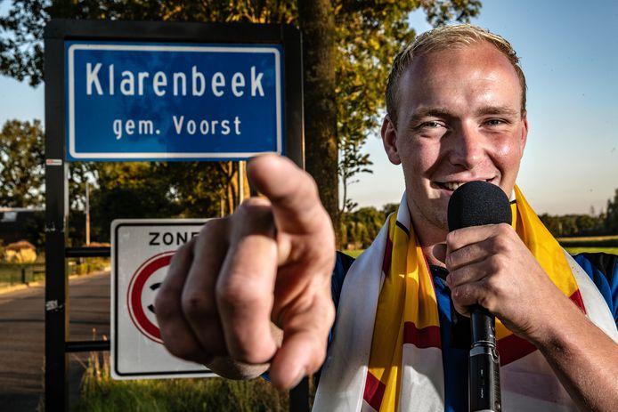 Jordy Weijn heeft samen met mede-Klarenbeeker Nikki Jansen en volkszanger Frank Verkooyen het eerste dorpslied van Klarenbeek gemaakt. Zaterdag zal het nummer uitgebracht worden. Het duo hoopt dat bij de Klarenbeekse dorpsfeesten alle dorpsgenoten het nummer mee zullen zingen.