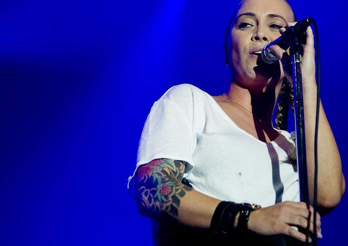 De afgelopen tijd ging de tatoeage al schuil achter een verzameling armbandjes. FOTO ANP