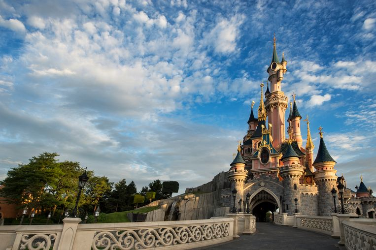 Het kasteel van Doornroosje in Disneyland Parijs. Beeld RV