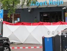 Bloemen bij supermarkt waar 14-jarige overleed, toedracht steekpartij nog onbekend