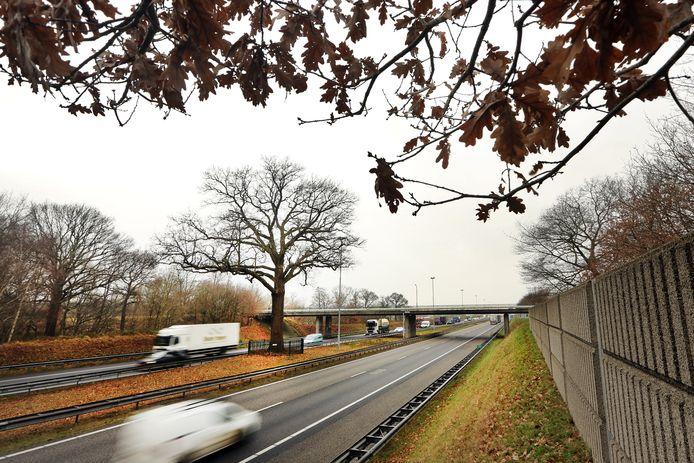 De A58 tussen de knooppunten Galder en Sint Annabosch wordt verbreed naar twee keer drie rijstroken.