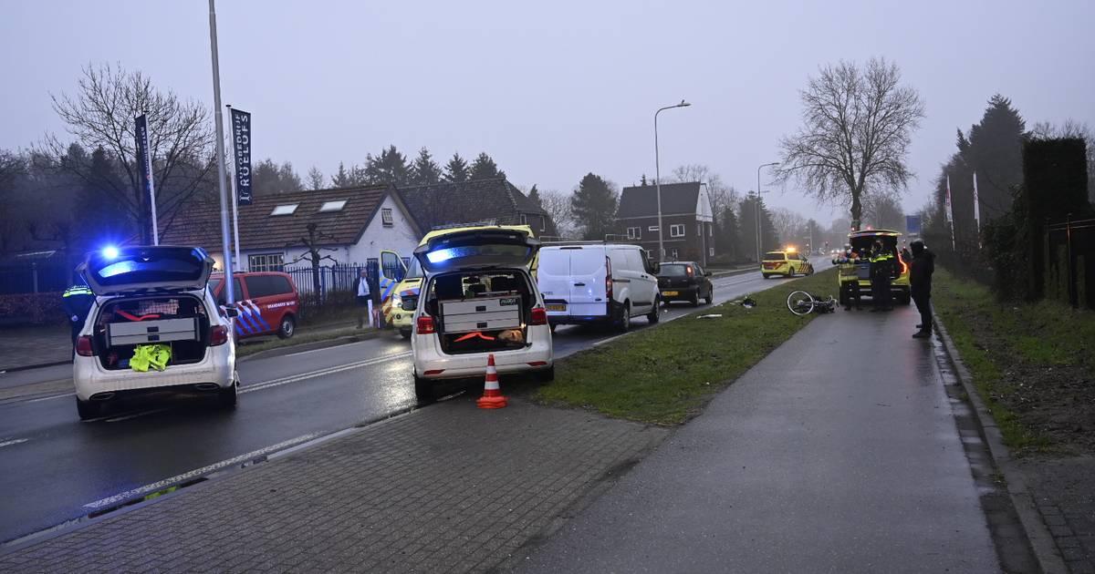 Gewonden door botsing tussen fietser en auto in Malden, Rijksweg afgesloten.