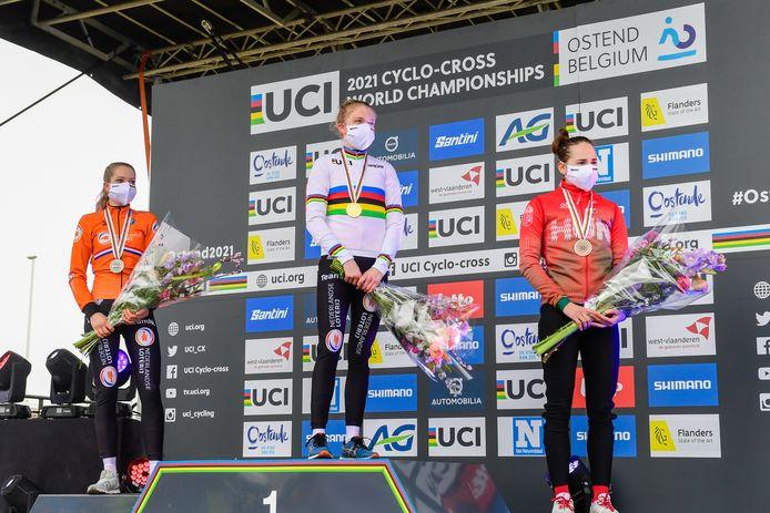 31-01-2021: Wielrennen: WK Veldrijden: Oostende Aniek van Alphen of The Netherlands, Fem van Empel of The Netherlands, Kata Blanka Vas of Hungary