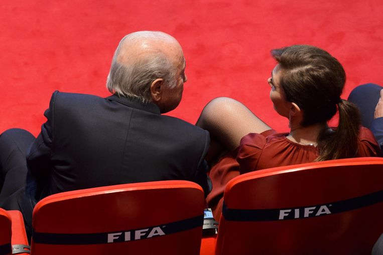 FIFA President Sepp Blatter and his girlfriend Linda Barras attend the opening ceremony of the 65th FIFA Congress in Zurich on May 28, 2015. Beeld AFP