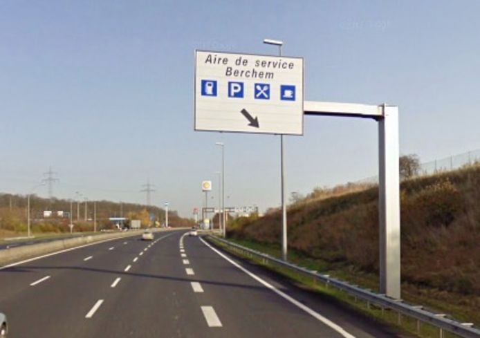 Aire de Berchem langs de snelweg in Luxemburg, het grootste Shell-tankstation ter wereld.