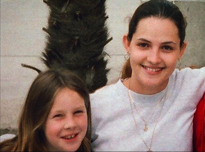 Jaimie met haar nicht Crystal op een foto uit 2006.
