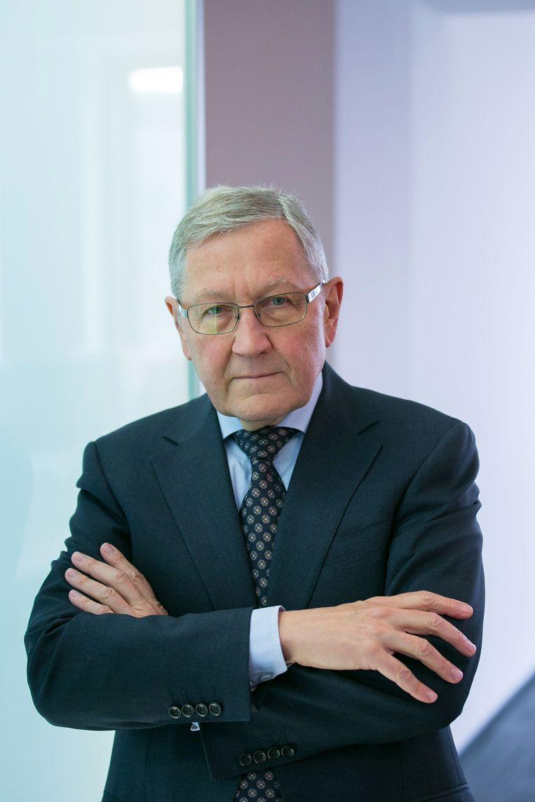 Directeur van het Europese noodfonds ESM Klaus Regling voor een interview in 2016.  Beeld Getty Images