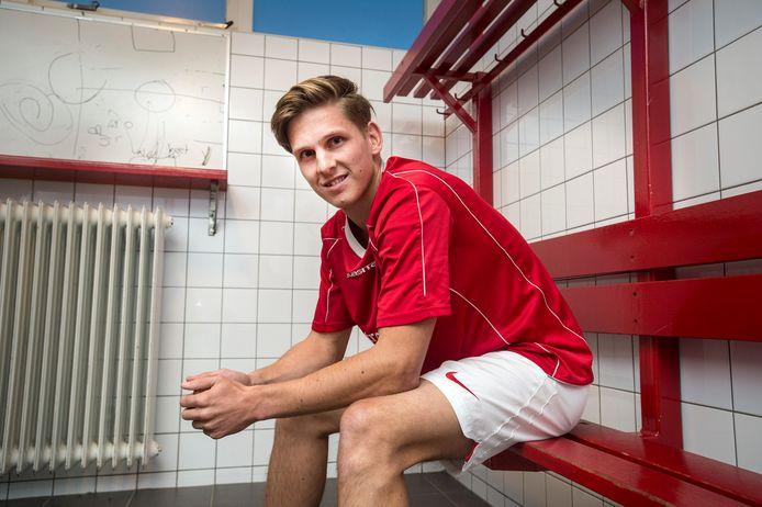 Thijs Damen is sinds dit seizoen aanvoerder van Wernhout, dat verrassend genoeg bovenaan staat.