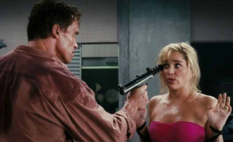 Sharon Stone en Arnold Schwarzenegger in Total Recall (1990). Beeld Alamy Stock Photo