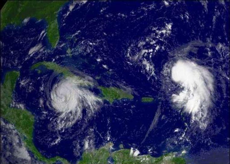 Gustav (links) krijgt gezelschap van orkaan Hanna (rechts). Beeld UNKNOWN
