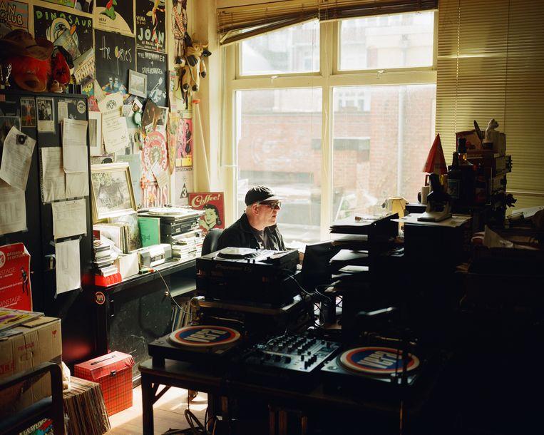 Peter Weening in zijn kantoor in de Groningse concertzaal Vera.  Beeld David Vroom