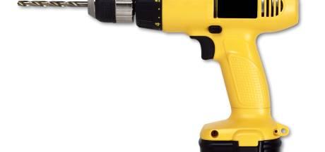 Agenten verwarren boormachine met vuurwapen en trekken wapens in Den Bosch