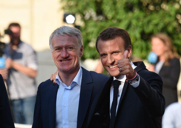 Didier Deschamps aan de zijde van president Emmanuel Macron.