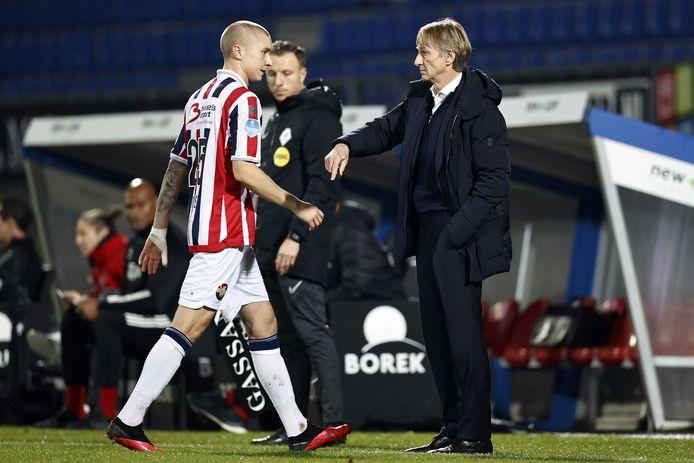 Sebastian Holmén verlaat met een spierblessure het veld.