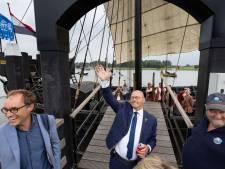 Uitzwaaien burgemeester Koelewijn; mix van Koningsdag, Sail en de intocht van Sinterklaas