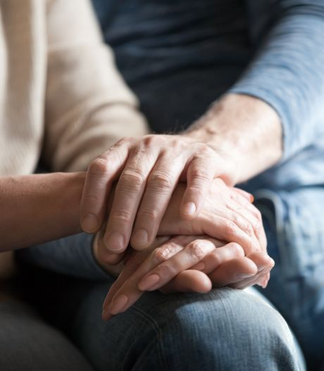 Karel (57) verliest zijn vrouw aan alzheimer: 'Ik hoop dat als ze sterft, ik bij haar kan zijn'