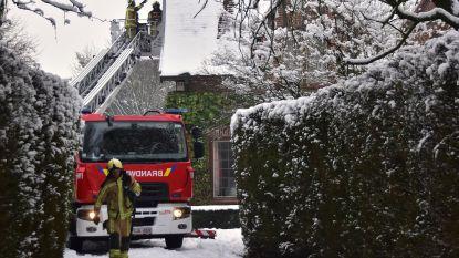 Oververhit buitenlicht veroorzaakt brand aan raamkozijn