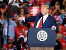 Trump organise un grand meeting en salle et désobéit au gouverneur du Nevada