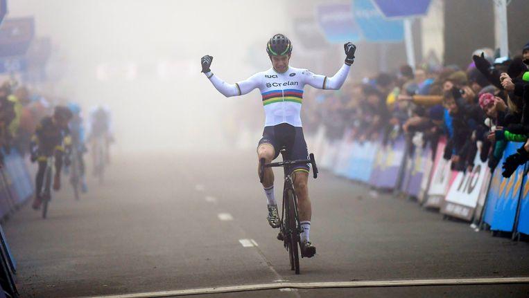 Wout van Aert kwam als eerste over de streep. Beeld Photo News