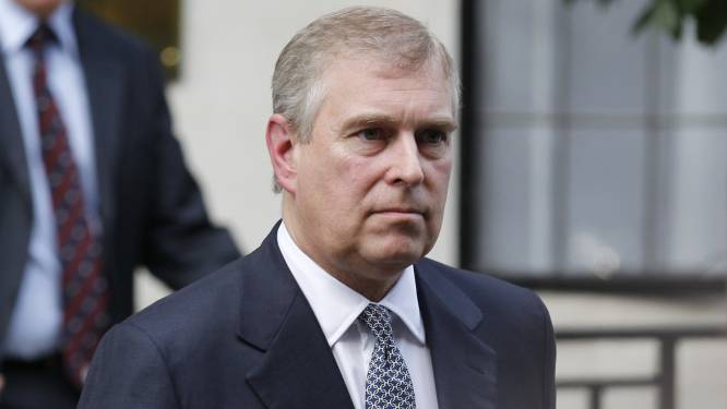 """Juridische documenten onthullen: """"Britse prins Andrew randde vrouw aan in huis van miljardair Epstein"""""""