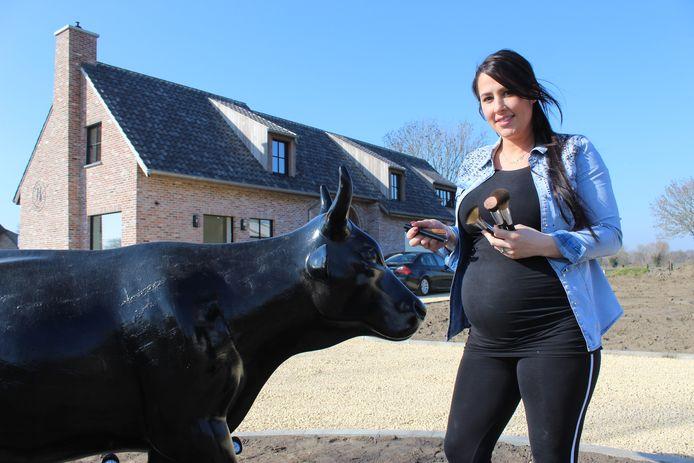 Een hoogzwangere Lindsay Plovie van Lorali Beautyfarm.