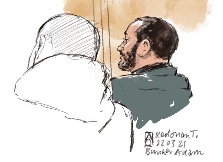 Rechtbanktekening van Ridouan T. (r) in de gerechtsbunker in Amsterdam-Osdorp waar het grote liquidatieproces Marengo wordt behandeld. Beeld ANP