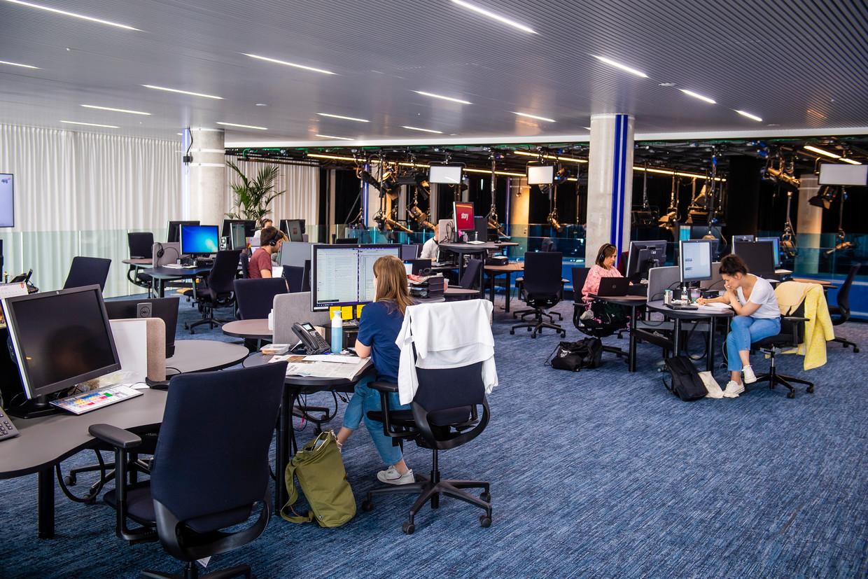 De redactievloer van DPG Media in Antwerpen. Beeld Gregory Van Gansen / Photo News