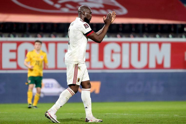 Romelu Lukaku op het veld van OHL, woensdag tegen Wales. Beeld Photo News