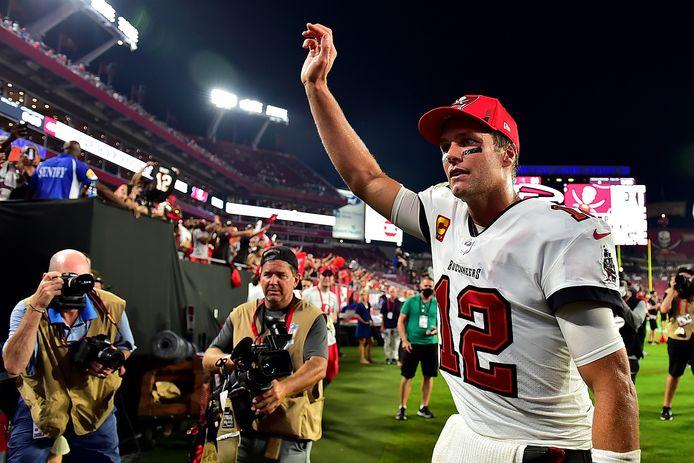 Tom Brady bedankt zijn fans na de overwinning op de Dallas Cowboys.
