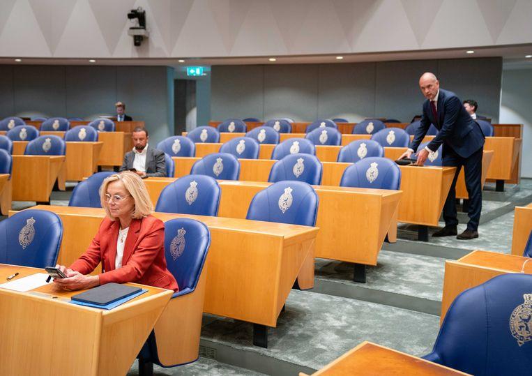 Sigrid Kaag (D66) en Gert-Jan Segers (ChristenUnie) tijdens het debat over het eindverslag van informateur Mariette Hamer over het vastgelopen formatieproces. Beeld ANP