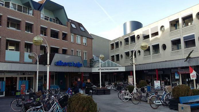 De Albert Heijn in het centrum van Wijchen en de Vereniging van Eigenaren van de Marktpromenade zijn naar de Raad van State gestapt omdat ze vinden dat er straks te weinig parkeerplaatsen overblijven.