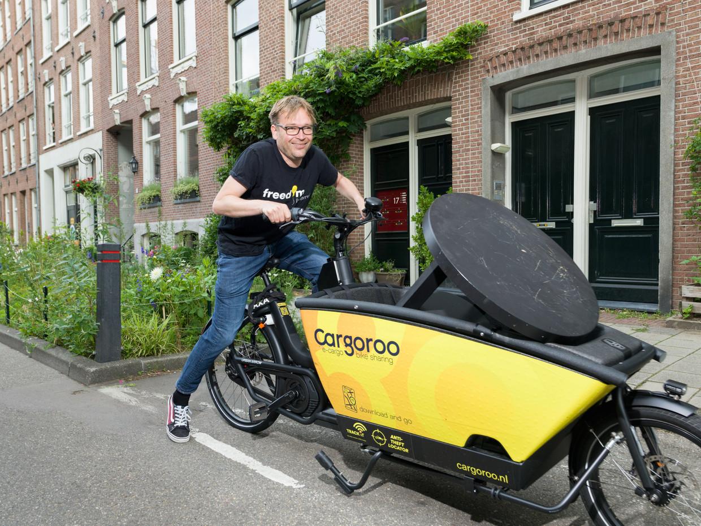 Matthijs de Vries pakt af en toe een buurtbakfiets. 'Alleen als het voor mij praktisch is.'  Beeld Ivo van der Bent