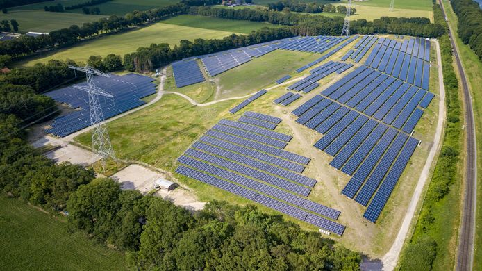 De aanleg van het TPSolar zonnepark Bekenschot wordt zwaar bevochten en bemoeilijkt door de Barchemse actiegroep HOBAMA.