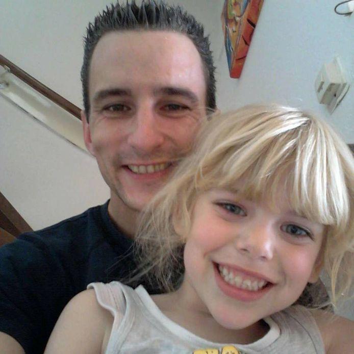 Victor Remouchamps met zijn dochter Sharleyne, toen zij nog leefde. Op 8-jarige leeftijd is zij dood gevonden aan de voet van een flatgebouw.