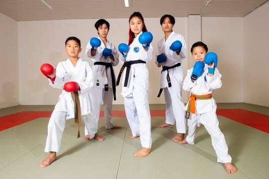 Aaron, Damon, Lyana, Justin en Benjamin Kaewborisut, vijf karateka's in één gezin.