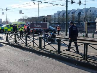Motoragent naar het ziekenhuis na aanrijding met automobilist