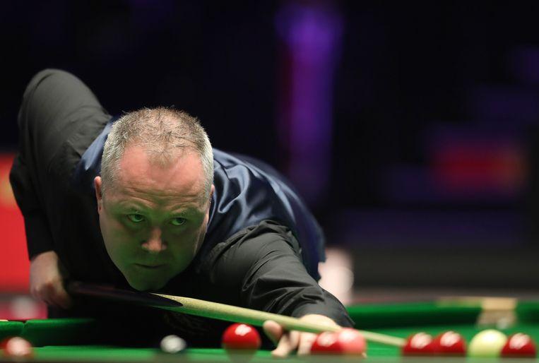 John Higgins aan de slag tijdens de Masters.  Beeld Photo News