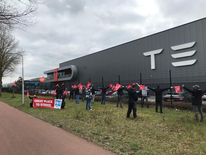 Eerst opwarmacties bij Tesla in Tilburg