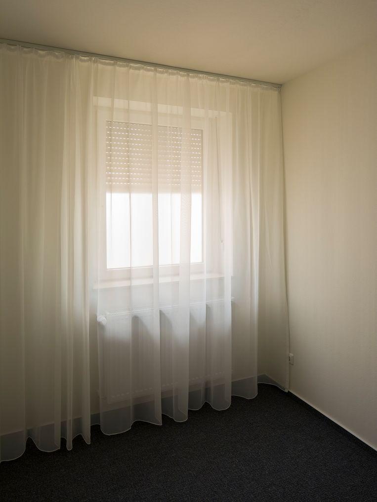 In het ongemakkelijke spoohuis van N.Schmidt waarin het voelt alsof je bespied wordt. Beeld RV - Henning Rogge