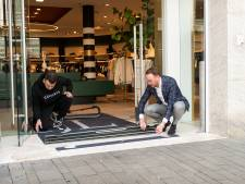 Kraak in modezaak vol exclusieve merken: dieven scheuren weg in een cabrio met jassen van 1000 euro