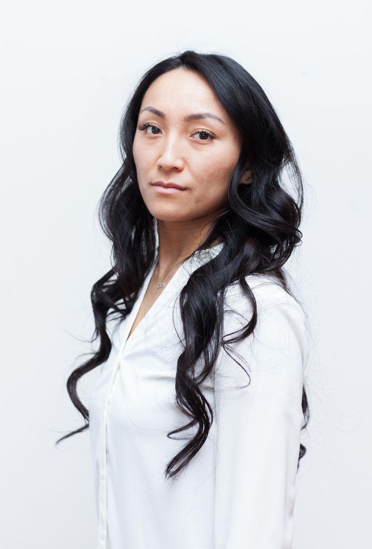 Dina Tang (28): 'Ik leer mijn leerlingen over democratie, over stemrecht, over verkiezingen. Maar zelf mag ik niet stemmen.' Beeld Nina Schollaardt