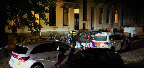 Betrapte inbreker kukelt van balkon en raakt gewond in Arnhem