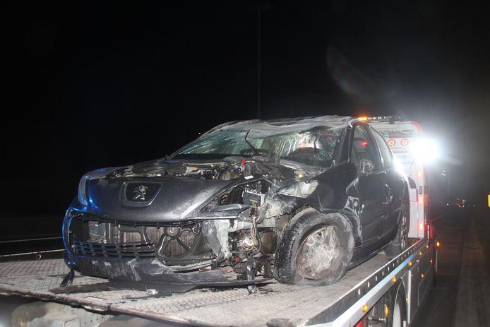 De auto is totaal vernield.