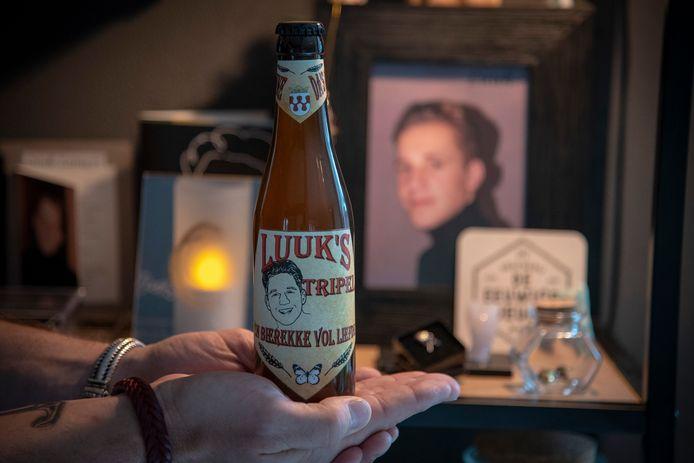De pas bij een ongeval om het leven gekomen Luuk Lamers heeft zijn eigen biertje.